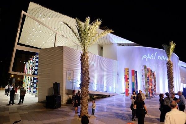 מוזיאון יעקב אגם